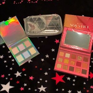 Bundle eyeshadow and highlighter & a makeup pouch